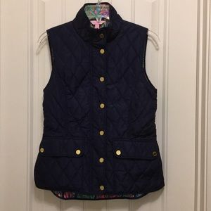Lilly Pulitzer S Navy blue Quilted Getaway Vest.